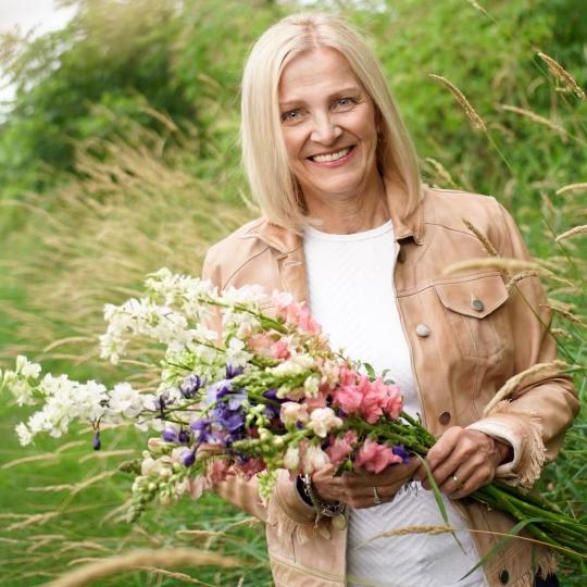 Liz Petersen holding a bouquet