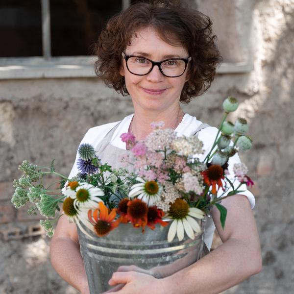 2021 Floret Online Workshop Scholarship winner Ana Maria Spinu