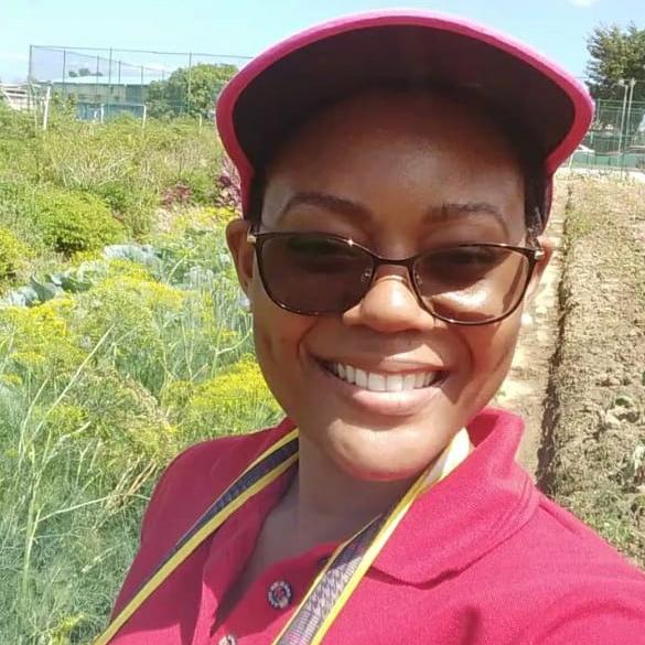 2021 Floret Online Workshop Scholarship winner Jenelle Hills