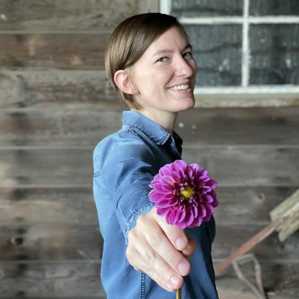 2021 Floret Online Workshop Scholarship winner Laura Ruggles